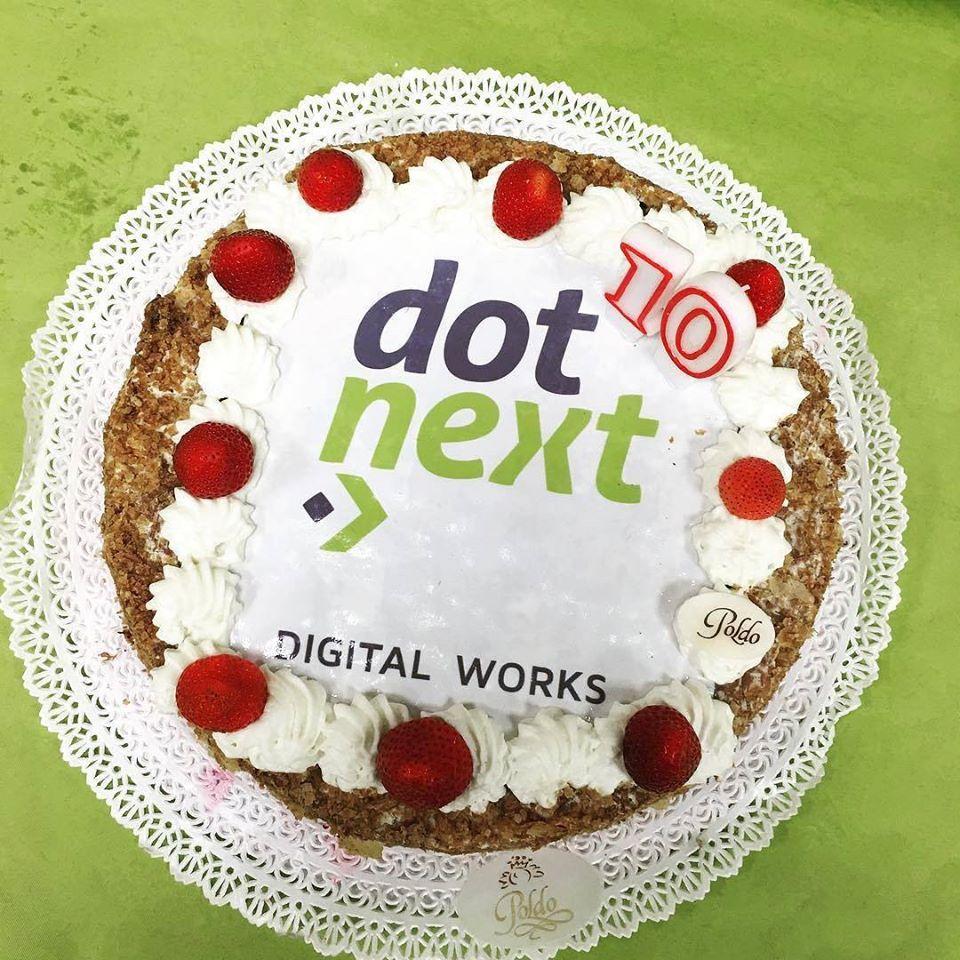 La torta di compleanno di Dot Next